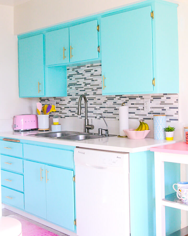 Kitchen painted with Dunn Edwards paint